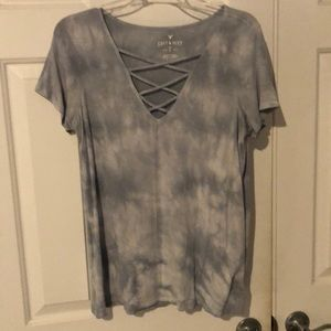 Soft and sexy tee in light blue/gray tie-dye